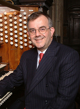 Malcolm Archer at the console of the St Pauls Cathedral organ